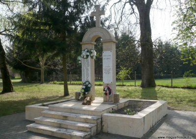 Szőkedencs II.vh emlékmű 2012.04.05. küldő-sümec (8)