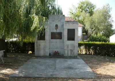 Szabás világháborús emlékmű 2012.06.28. küldő-Sümec (1)