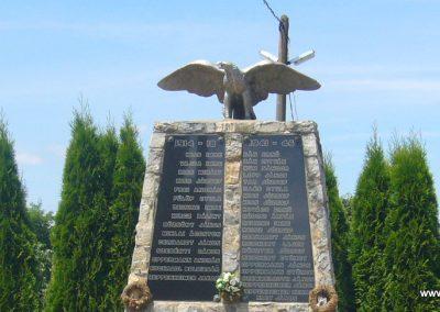 Szabadi világháborús emlékmű 2007.06.23. küldő-Zsóki (1)