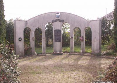 Szabolcs világháborús emlékmű 2007.10.25.küldő-Pepe05