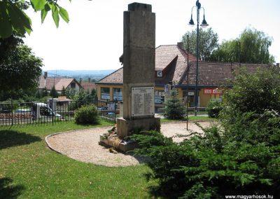 Szada világháborús emlékmű 2007.06.11. küldő-Kályhás (11)