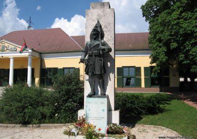 Szada világháborús emlékmű 2007.06.11. küldő-Kályhás