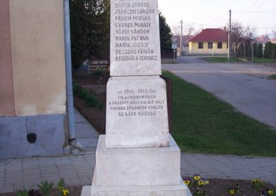 Szajol I.vh emlékmű 2009.04.02.küldő-miki (1)
