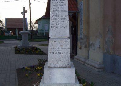 Szajol I.vh emlékmű 2009.04.02.küldő-miki (3)