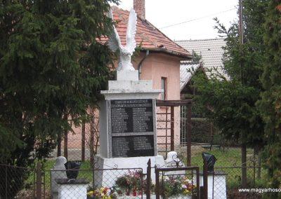 Szakáld világháborús emlékmű 2007.11.20. küldő-kalyhas (1)