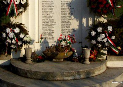 Szakmár világháborús emlékmű 2006.11.08. küldő-Markó Péter (4)