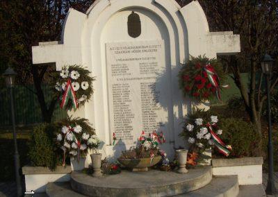 Szakmár világháborús emlékmű 2006.11.08. küldő-Markó Péter