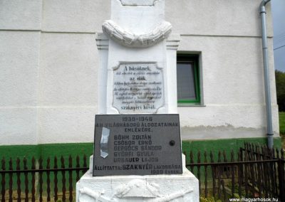 Szaknyér világháborús emlékmű 2015.10.05. küldő-Méri (2)