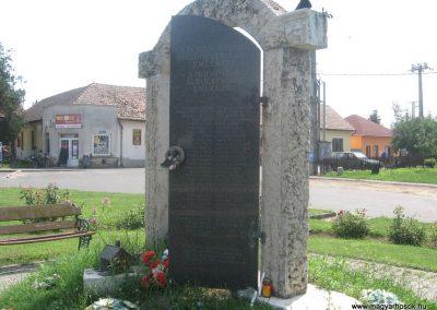 Szakoly világháborús emlékmű 2009.07.02.küldő-kalyhas (4)