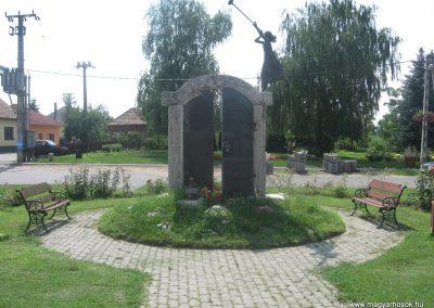 Szakoly világháborús emlékmű 2009.07.02.küldő-kalyhas