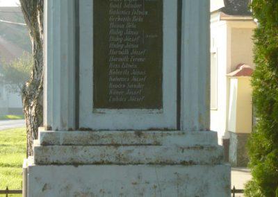 Szakony világháborús emlékmű 2010.09.23. küldő-Ágca (6)