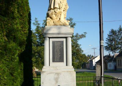 Szakony világháborús emlékmű 2010.09.23. küldő-Ágca (7)