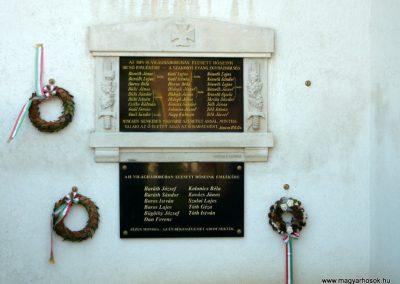 Szakony világháborús emléktáblák az evangélikus templom falán 2010.09.23. küldő-Ágca (1)