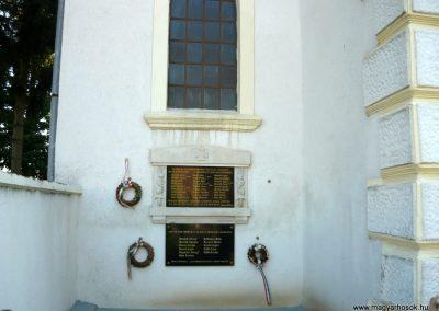 Szakony világháborús emléktáblák az evangélikus templom falán 2010.09.23. küldő-Ágca