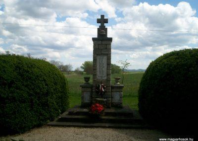 Szalapa világháborús emlékmű 2008.08.24.küldő-Vw golf