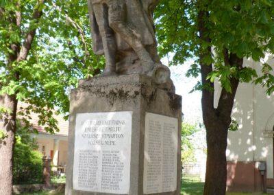 Szalkszentmárton I.vh emlékmű 2012.04.26. küldő-baloghzoli (3)