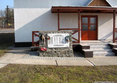 Szalmatercs II.vh emlékmű 2011.03.12. küldő-kalyhas (1)
