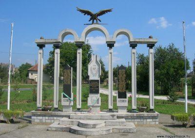 Szalonna világháborús emlékmű 2008.08.13. küldő-Tamás2