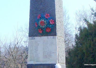 Szanda világháborús emlékmű emlékmű 2008.02.12. küldő-Pfaff László, Rétság (2)