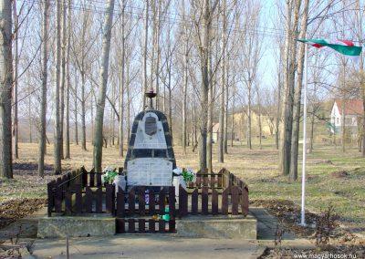 Szandaváralja II.vh emlékmű 2008.02.12. küldő-Pfaff László, Rétság