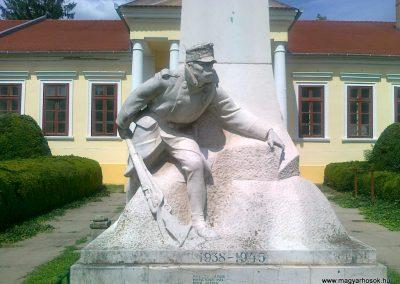 Szarvas I.vh emlékmű 2010.07.30. küldő-Csiszár Lehel (2)