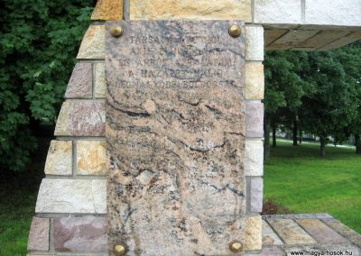 Szarvasgede világháborús emlékmű 2010.05.14. küldő-kalyhas (2)