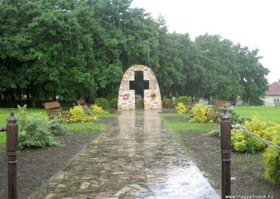 Szarvasgede világháborús emlékmű 2010.05.14. küldő-kalyhas