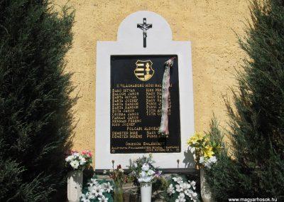 Szarvaskő II.vh emlékmű 2009.04.25. küldő-kalyhas (1)