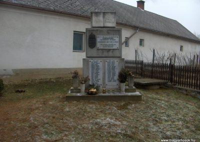 Szarvaskend világháborús emlékmű 2009.01.10.küldő-gyurkusz