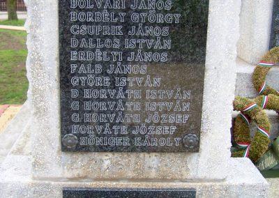 Szedres II. világháborús emlékmű felújítás után 2014.02.24. küldő-Horváth Zsolt (3)