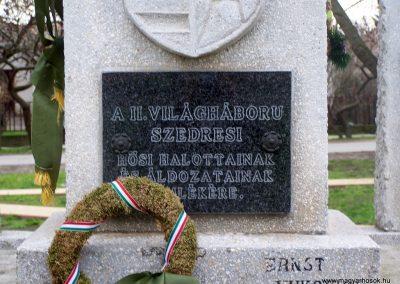 Szedres II. világháborús emlékmű felújítás után 2014.02.24. küldő-Horváth Zsolt (4)