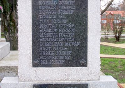 Szedres II. világháborús emlékmű felújítás után 2014.02.24. küldő-Horváth Zsolt (5)