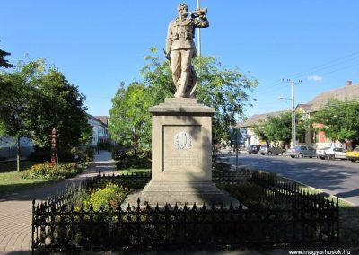 Szeged-Kiskundorozsma I.vh emlékmű 2011.08.20. küldő-kalyhas (10)