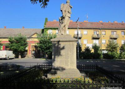 Szeged-Kiskundorozsma I.vh emlékmű 2011.08.20. küldő-kalyhas (4)