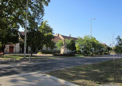 Szeged-Kiskundorozsma I.vh emlékmű 2011.08.20. küldő-kalyhas