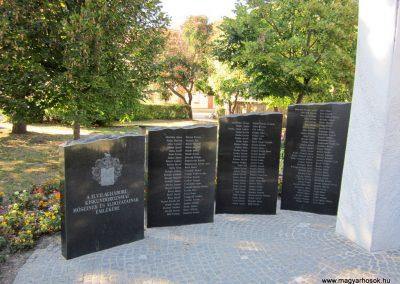 Szeged-Kiskundorozsma II.vh emlékmű 2011.08.20. küldő-kalyhas (4)