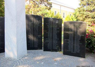 Szeged-Kiskundorozsma II.vh emlékmű 2011.08.20. küldő-kalyhas (7)