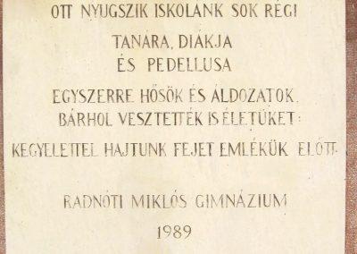 Szeged Radnóti Gimnázium udvara világháborús emlék 2015.03.17. küldő-Emese (4)