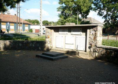 Szeged - Szőreg hősi emlékmű 2012.07.13. küldő-Sümec (10)