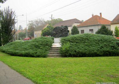 Szeged-Tápé II. világháborús emlékmű 2014.09.21. küldő-Emese (10)