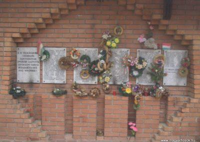 Szeghalom II.vh emlékmű 2008.04.10.küldő-egy Magyar anya (1)