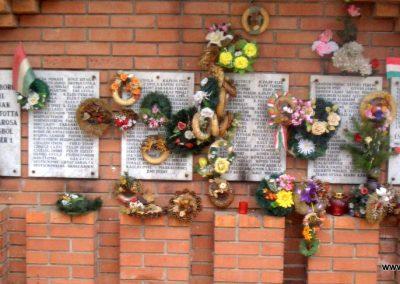 Szeghalom II.vh emlékmű 2008.04.10.küldő-egy Magyar anya (3)