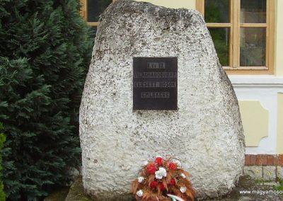 Szegi világháborús emlékmű 2009.06.22.küldő-megtorló (1)