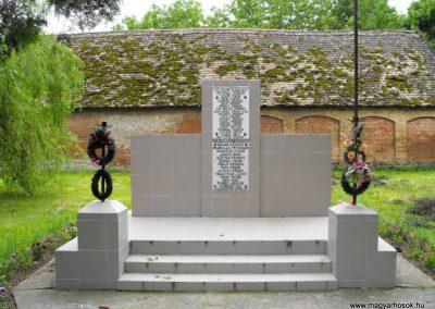 Szentdénes világháborús emlékmű 2010.05.22. küldő-KRySZ