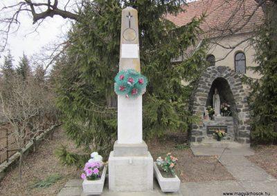 Szente világháborús emlékmű 2012.03.08 küldő-kalyhas (2)