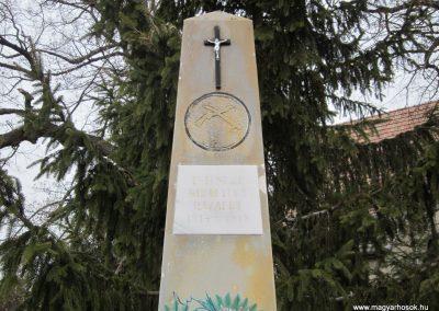 Szente világháborús emlékmű 2012.03.08 küldő-kalyhas (3)