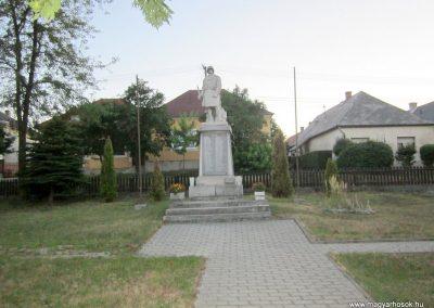 Szentgál hősi emlékművek 2013.08.17. küldő-kalyhas (1)