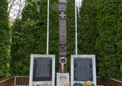 Szentgáloskér világháborús emlékmű 2014.04.06. küldő-Huber Csabáné
