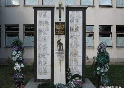 Szentistván II.vh emlékmű 2007.09.20.küldő-Kályhás (1)