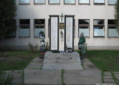 Szentistván II.vh emlékmű 2007.09.20.küldő-Kályhás